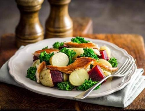 Salade de pommes de terre tièdes accompagnées de Maquereau fumé