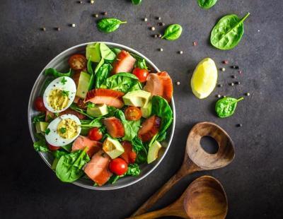 smoked salmon and spinach salad